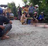 Hình ảnh người mẹ khóc nghẹn ngào bên thi thể con trai khiến nhiều người xót xa ...