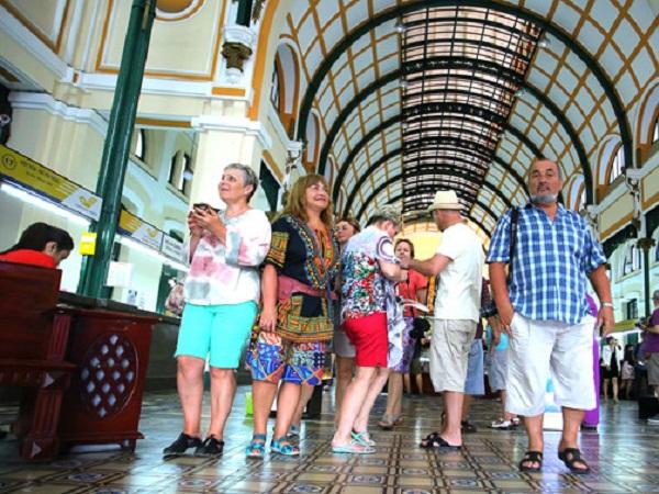 khách du lịch quốc tế tại Hồ Chí Minh