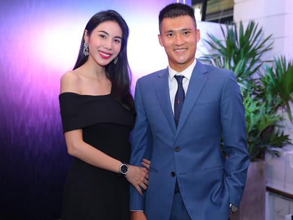vợ chồng Thủy Tiên - Công Vinh làm khách mời trong buổi khai trương một cơ sở kinh doanh