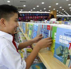 Bộ Giáo dục sẽ xử lý nghiêm vi phạm quyền chọn sách giáo khoa