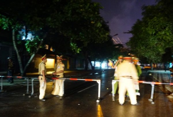 công an vây bắt đối tượng cầm lựu đạn cố thủ trong nhà ở Nghệ An