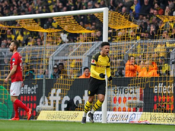 Dortmund chiếm ngôi đầu bảng, người hùng Sancho