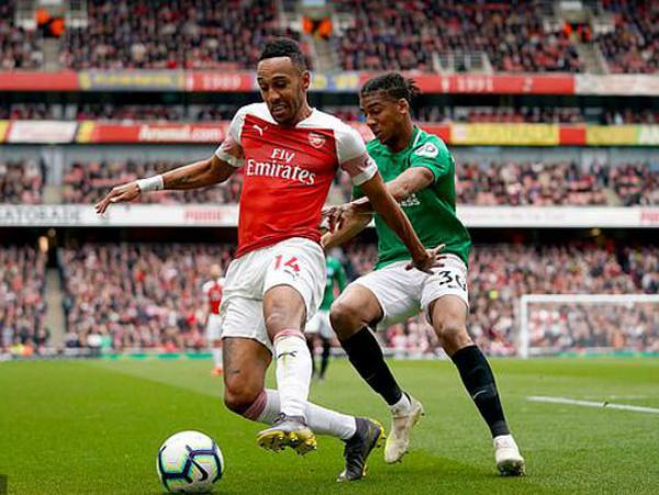 Arsenal chia điểm một cách cay đắng với Brighton
