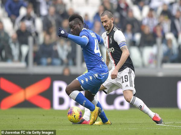 Brescia quyết định bất ngờ về tương lai Balotelli