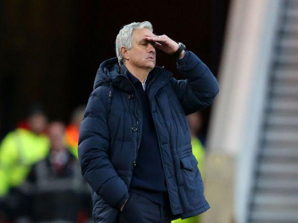 Bóng đá QT trưa 19/2: HLV Mourinho đau đầu vì khủng hoảng nhân sự