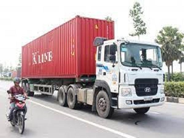 Ngủ mơ thấy xe container đánh con gì?